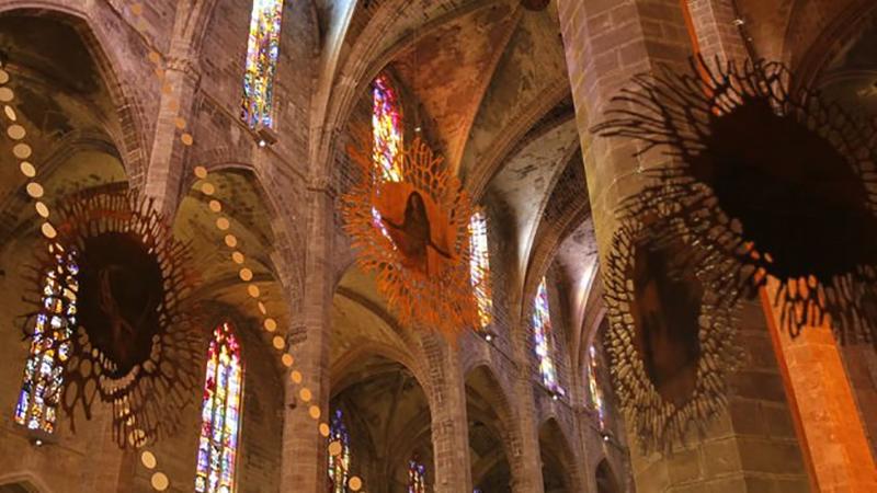 Illeslex impulsa la intervención de la artista Marta Blasco en la Catedral de Palma