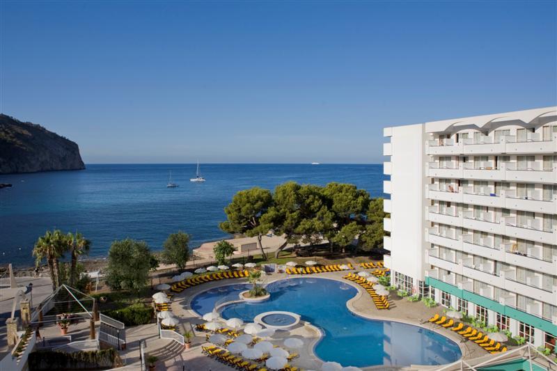 ILLESLEX Abogados asesora jurídicamente en la formalización del Contrato de Arrendamiento de Industria Turística del Hotel Gran Camp de Mar
