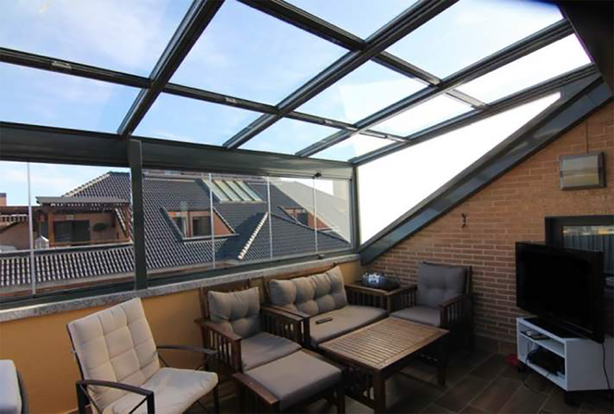 Requirements to be able to close a private  terrace subjected to horizontal......